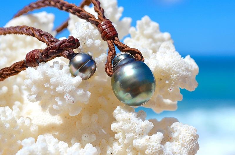 L'élégance de la perle de Tahiti en pendentif par le bijoutier Kalinas Perles
