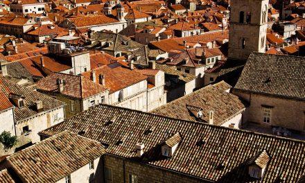 Faut-il choisir des tuiles canal ou romane pour sa toiture ?