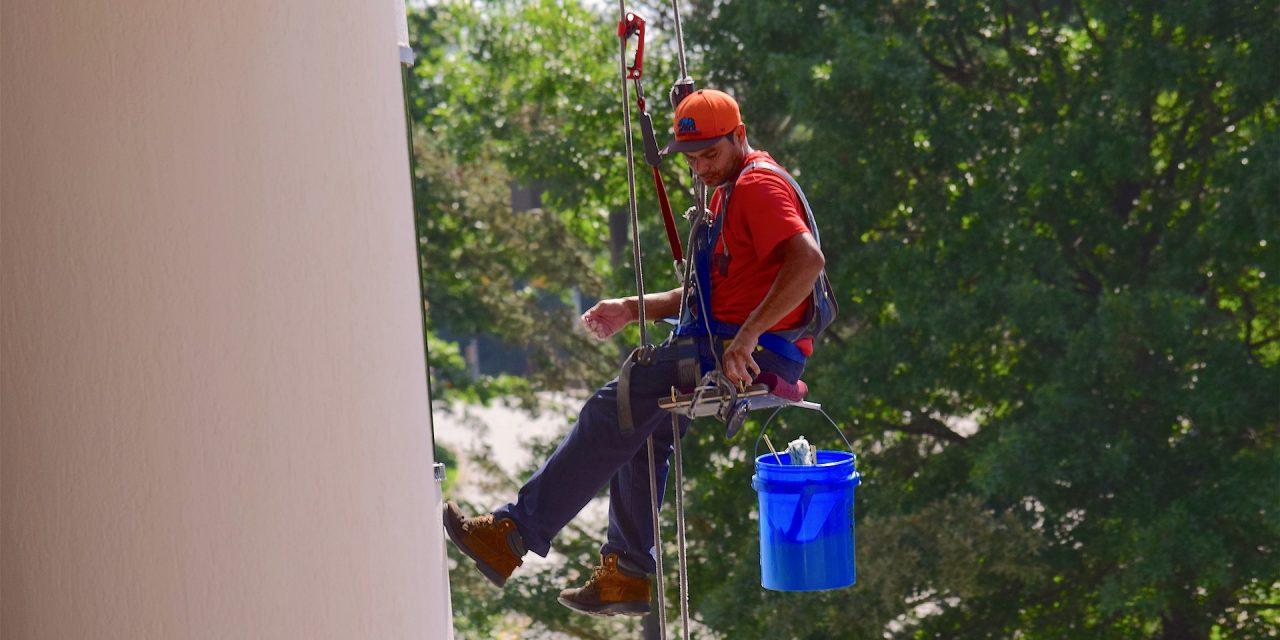 Quelle est l'importance du lavage des vitres pour une entreprise ?